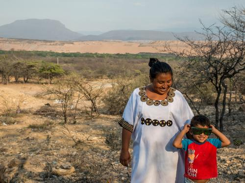 A woman and child from the Proviancial Wayuu community in Colombia.